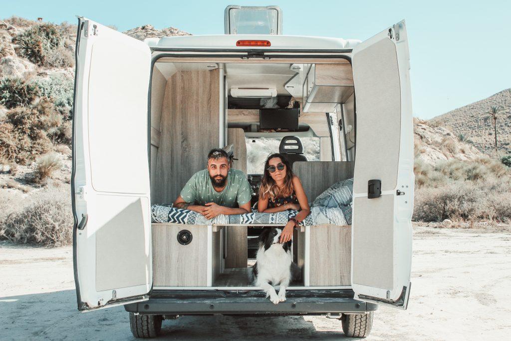Galaventura con la furgoneta camper y Border Collie